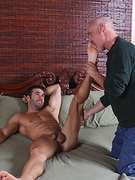 Tyler Hunt serviced by mature gay man Jake